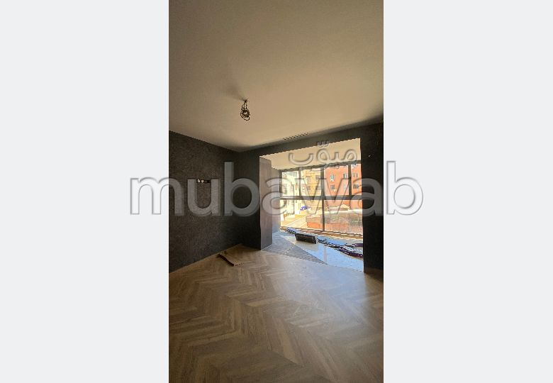 Apartment to purchase in Guéliz. 2 lovely rooms. Satellite dish, secured residence.