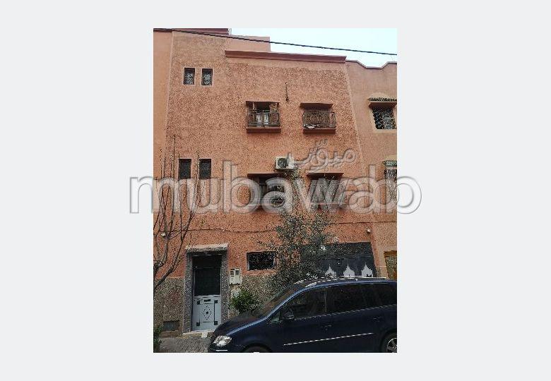 Alquila este piso en Massira 2. 2 Salas.