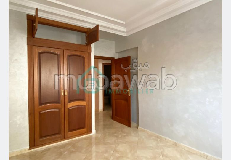 Very nice apartment for rent in Administratif. 4 Cabinet. With garage and lift.
