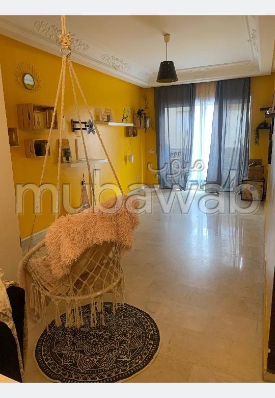 Très bel appartement en location à Laymoune. Surface totale 95 m². Bien meublé.