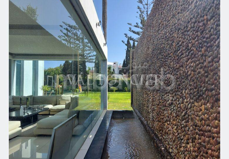 Villa moderne à vendre dans la meilleure partie de Californie près de l'école américaine