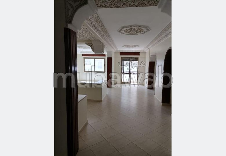 Sale of a lovely apartment in Centre. 3 Master bedroom. Living room with Moroccan decor, General satellite dish system.