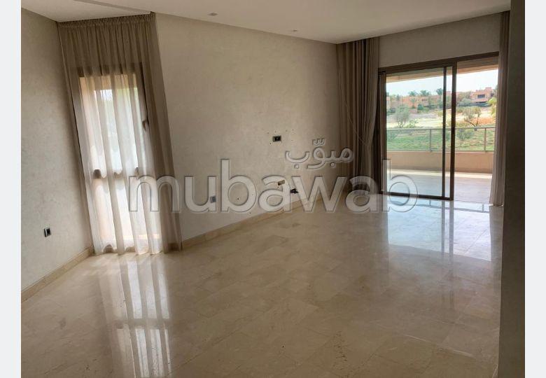شقة جميلة للكراء بأكدال. المساحة الإجمالية 105 م². إقامة بالمسبح.