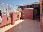 Se vende piso en Hay Alfadl. 4 Dormitorios. Doble acristalamiento y calefacción central.