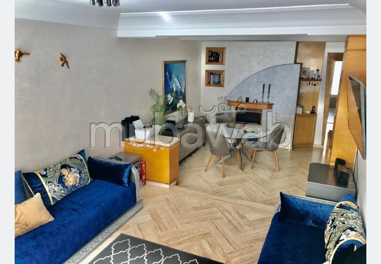 Beautiful apartment for sale in Les Hôpitaux. 3 Dormitory. Fireplace and caretaker.