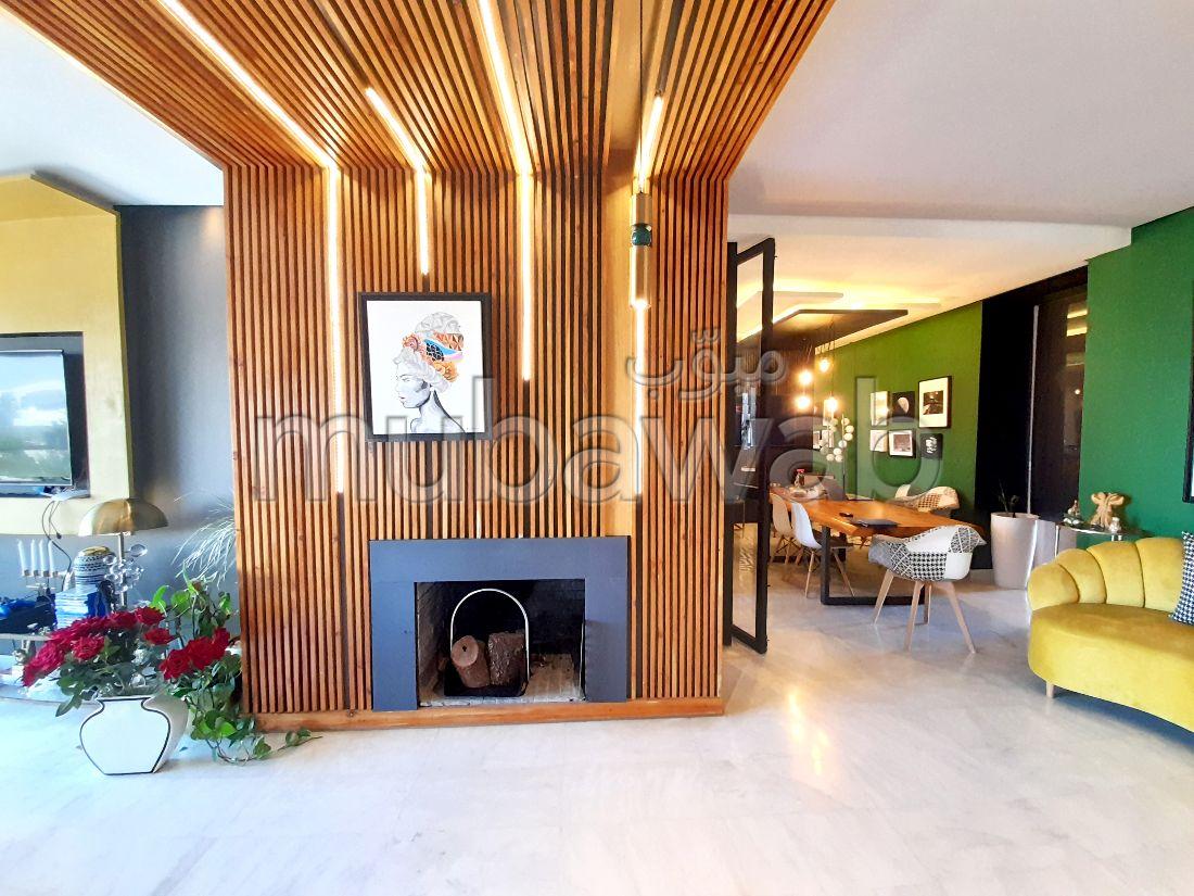 شقة جميلة للبيع ببوسكورة. 2 غرف. المناطق الخضراء ومصعد.
