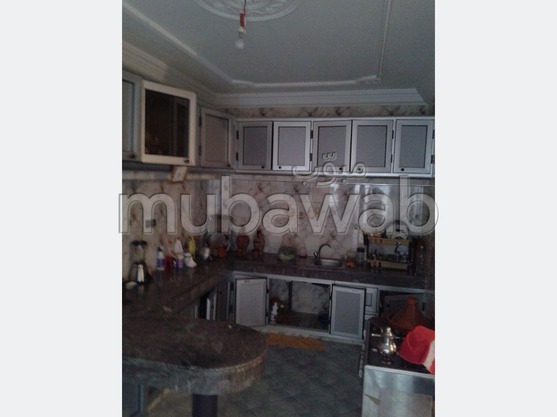بيع منزل ب المنزه. 2 غرف ممتازة. صالة مغربية تقليدية وباب متين.