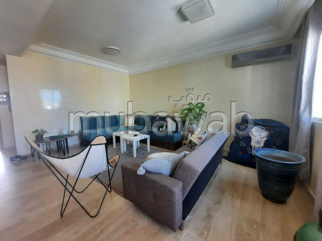 شقة رائعة للبيع بالمعاريف امتداد. 3 غرف رائعة. مكيف الهواء و مدفأة.