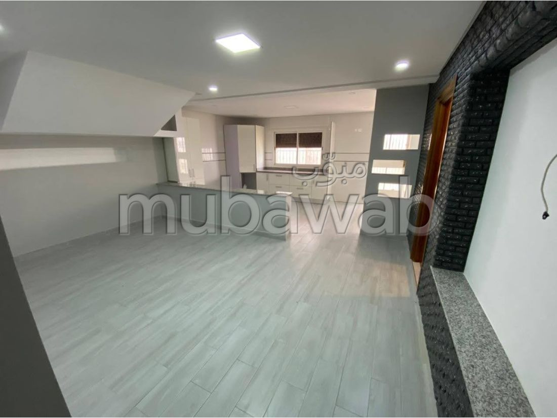 House for sale in Branes 1. Dimension 460 m². Cellar.