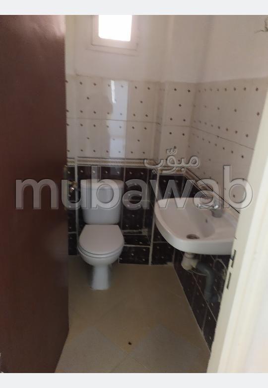 شقة للإيجار ب ابواب مراكش. 3 غرف جميلة. صالون مغربي.