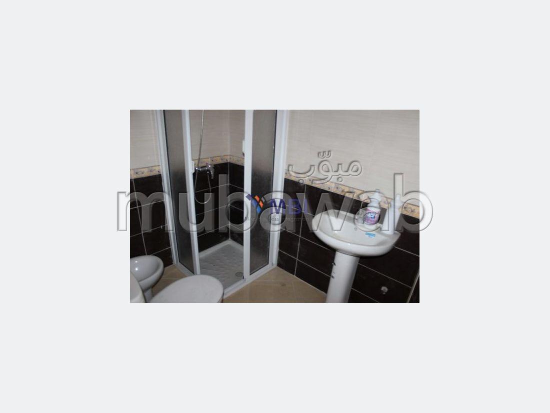 شقة رائعة للبيع بملابطا. المساحة 161 م². شرفة جميلة وحديقة.
