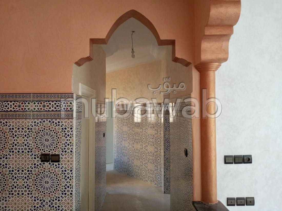 Piso en venta en Oued Fes. 2 Suite parental. puerta de seguridad, salón amueblado marroquí.