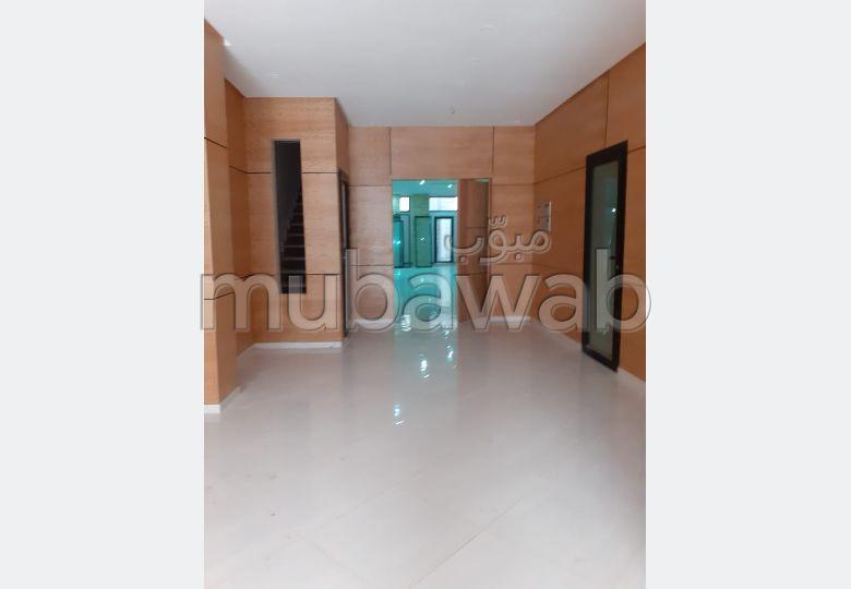 Piso en venta en Maamora. Gran superficie 64 m². Parking y ascensor.