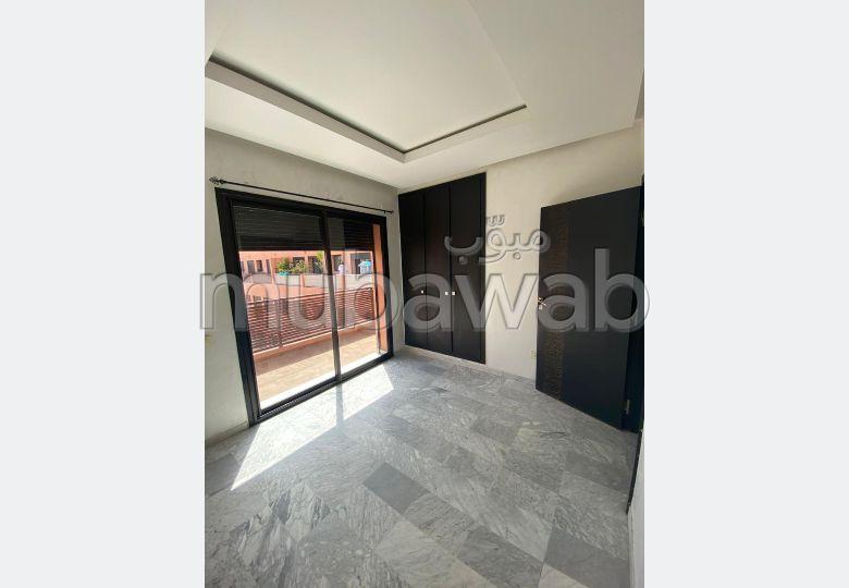 Très bel appartement en location à Hivernage. 2 pièces confortables. Garage et terrasse