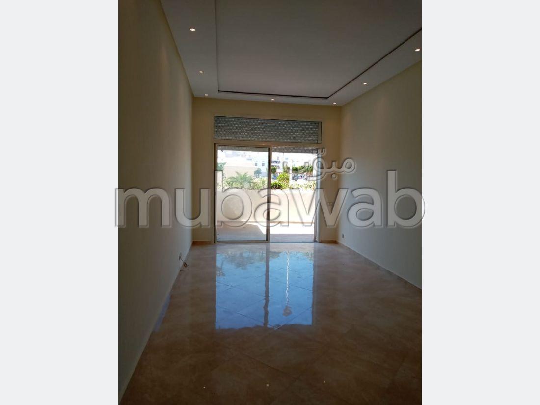 Se alquila este piso. 2 Pequeña habitación. Balcón grande.