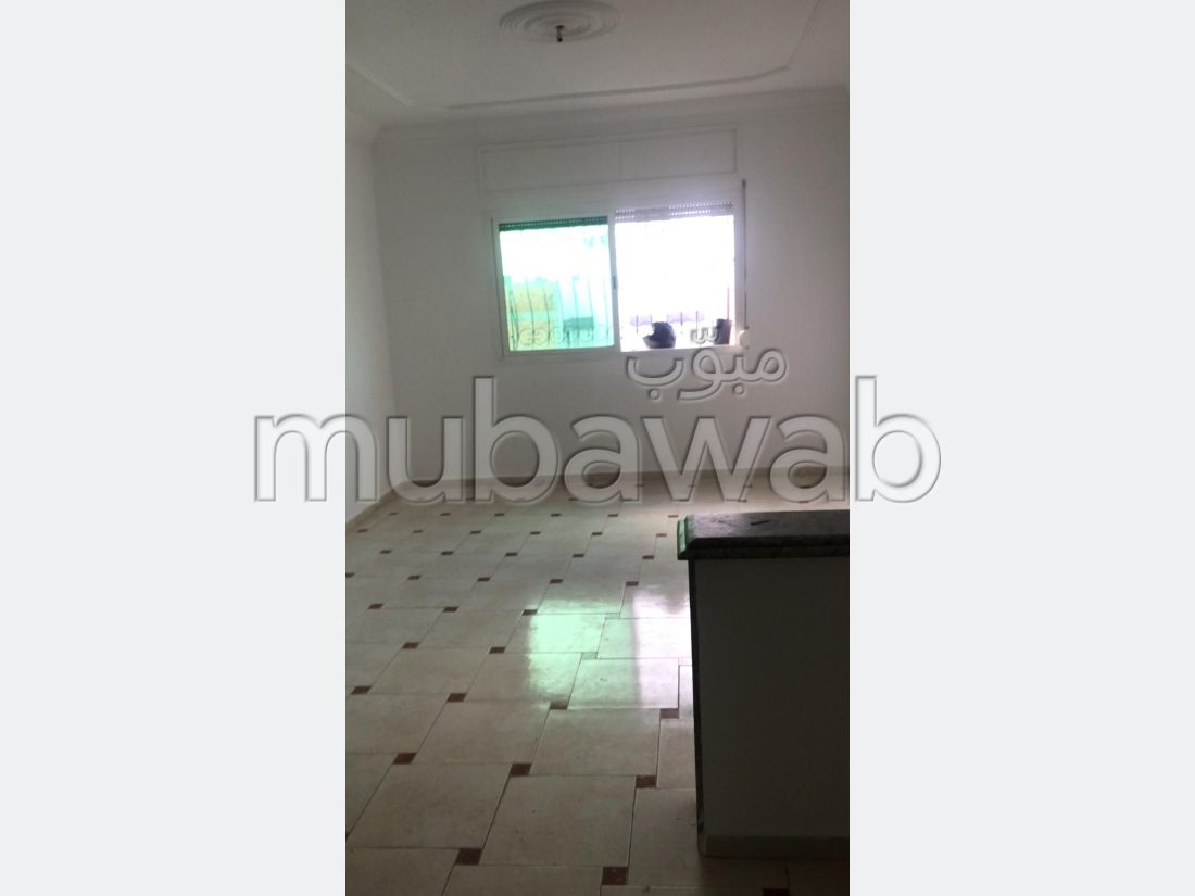 Apartment for sale in Maghrib Arabi. 2 comfortable rooms. General Satellite Dish, Secured neighbourhood.