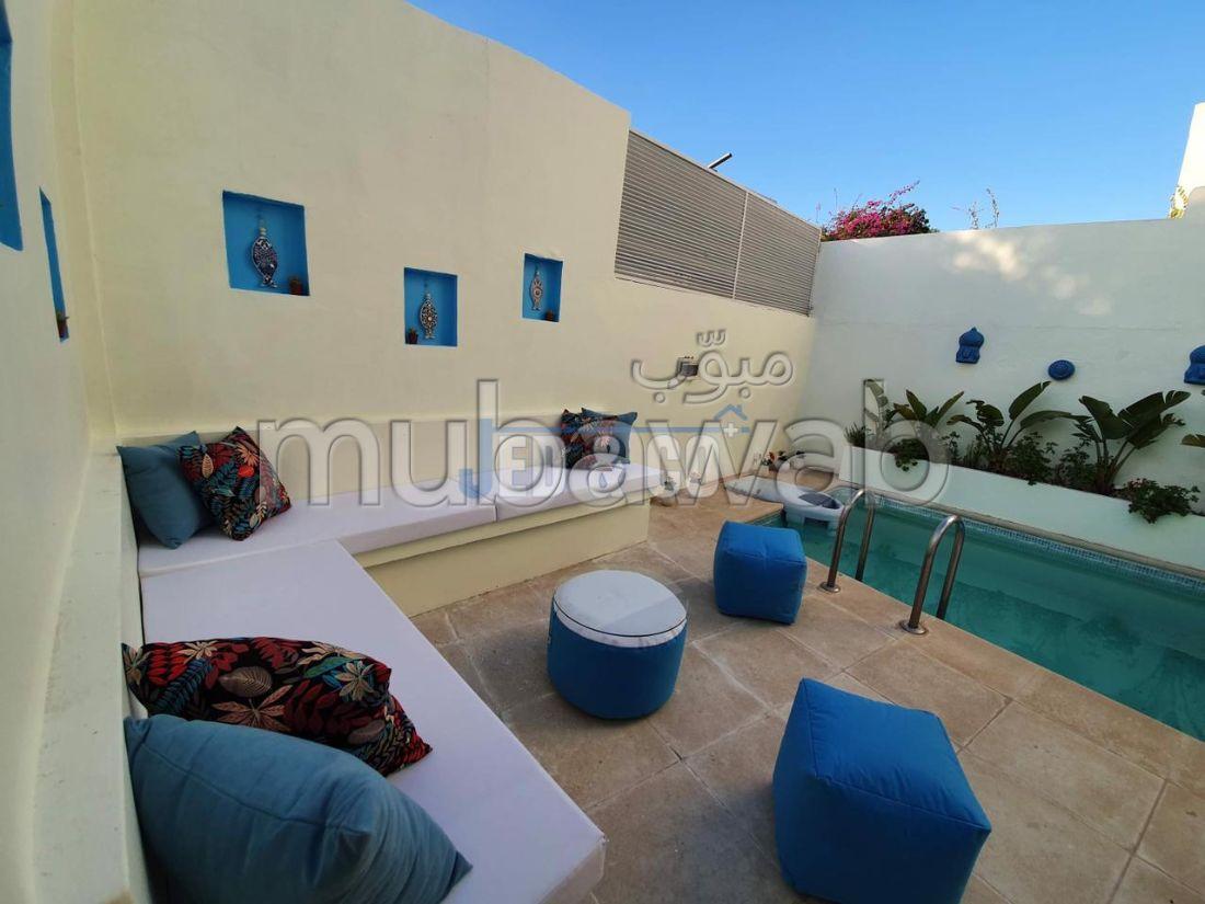 Une villa (S+4) richement meublée aux jardin de carthage