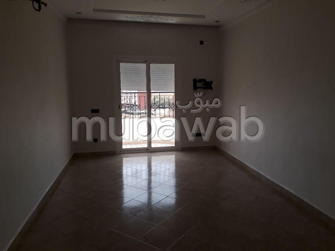 شقة رائعة للإيجار ب فونتي العليا. المساحة الكلية 80 م². شرفة رائعة.