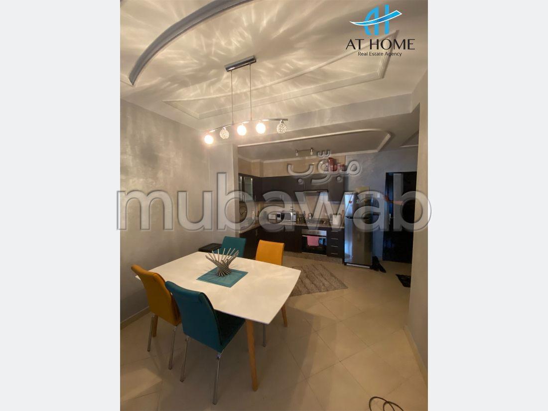 شقة رائعة للإيجار بحـي الشاطئ. المساحة الكلية 60 م². مفروشة.