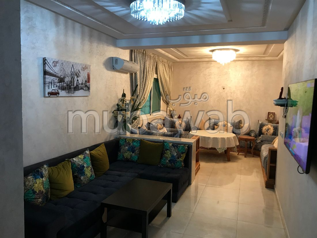 Se vende piso en Mimosas. Superficie 85 m². Salón tradicional, residencia segura.