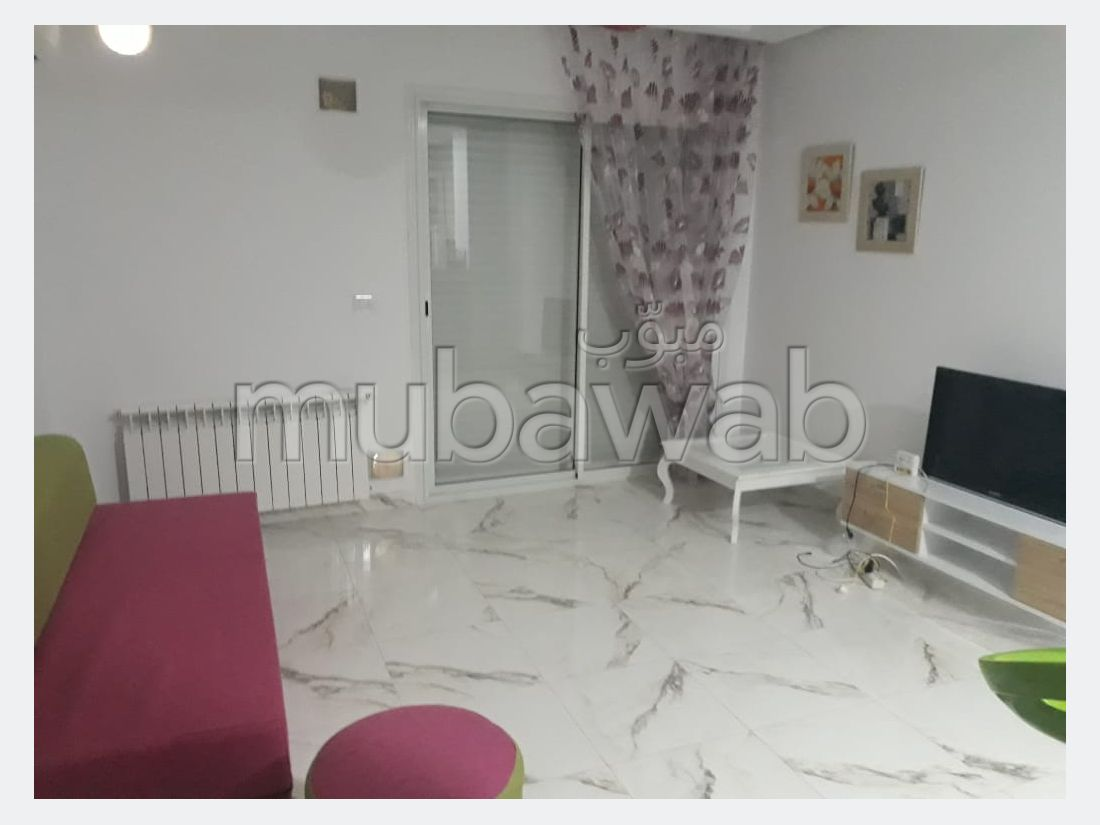Location d'un appartement à Cité Ennasr 2. Surface de 60 m². Bien meublé