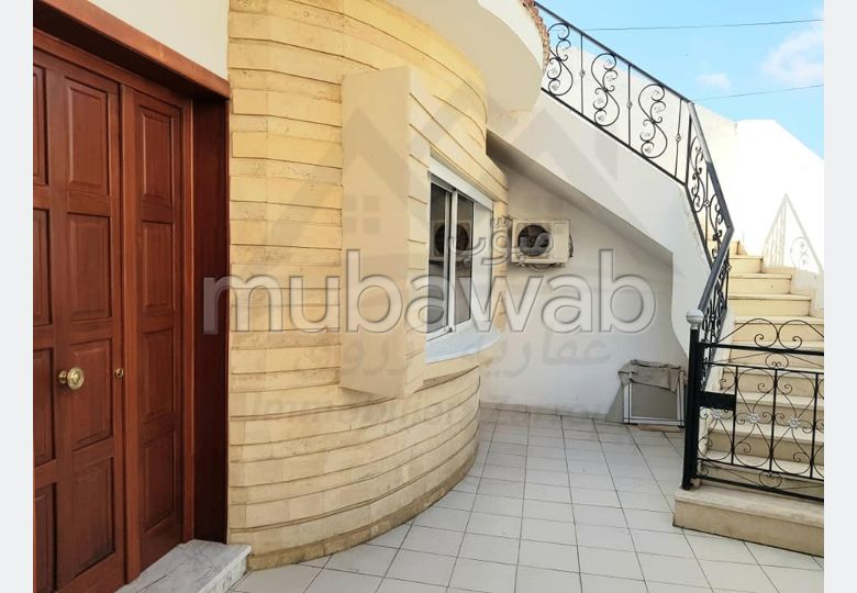 Beautiful house for sale in Bizerte. Area 265 m². Carpark, Balcony.
