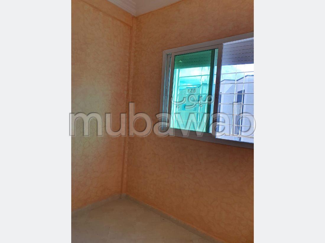 شقة للشراء ب زواغة السفلى. 2 غرف ممتازة.