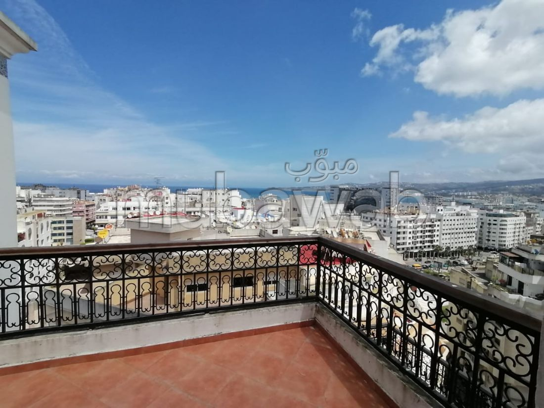 شقة رائعة للبيع ب المدينة القديمة. المساحة 120 م². مصعد وشرفة.