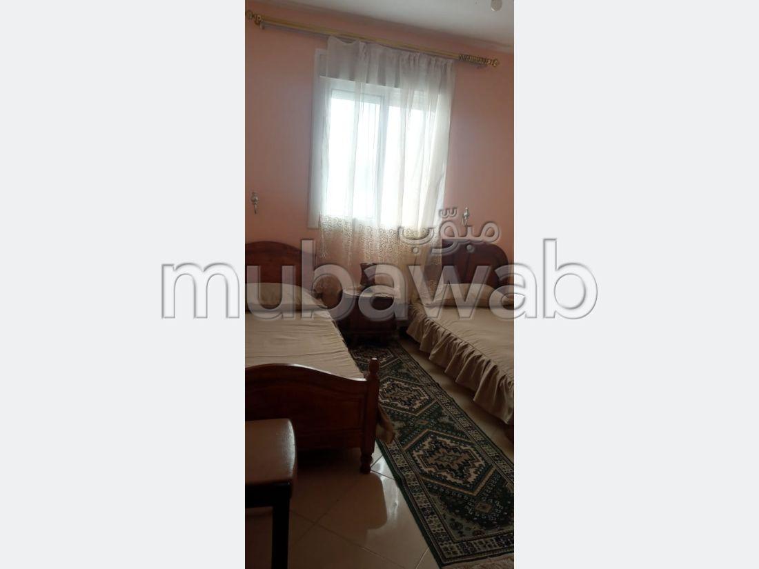 Appartement de vacances à louer à Moujahidine. 5 chambres agréables. Bien meublé.