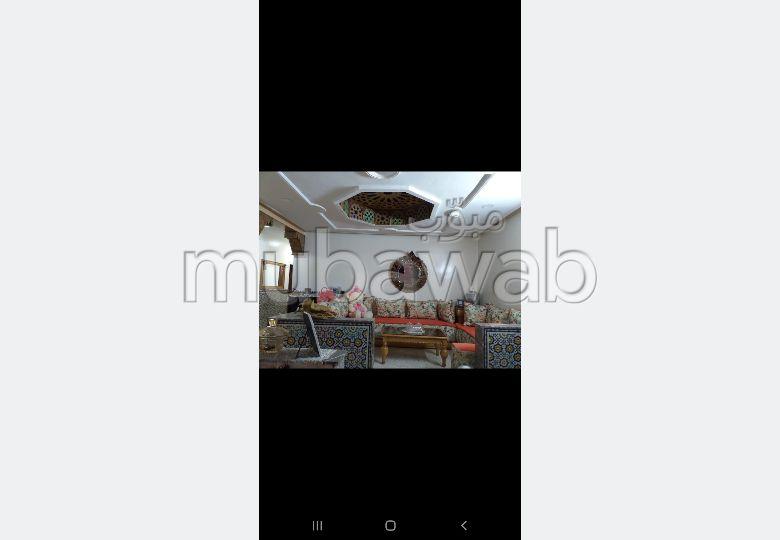 Piso en venta en Nouvelle Ville. Área total 130 m². Salón marroquí tradicional.