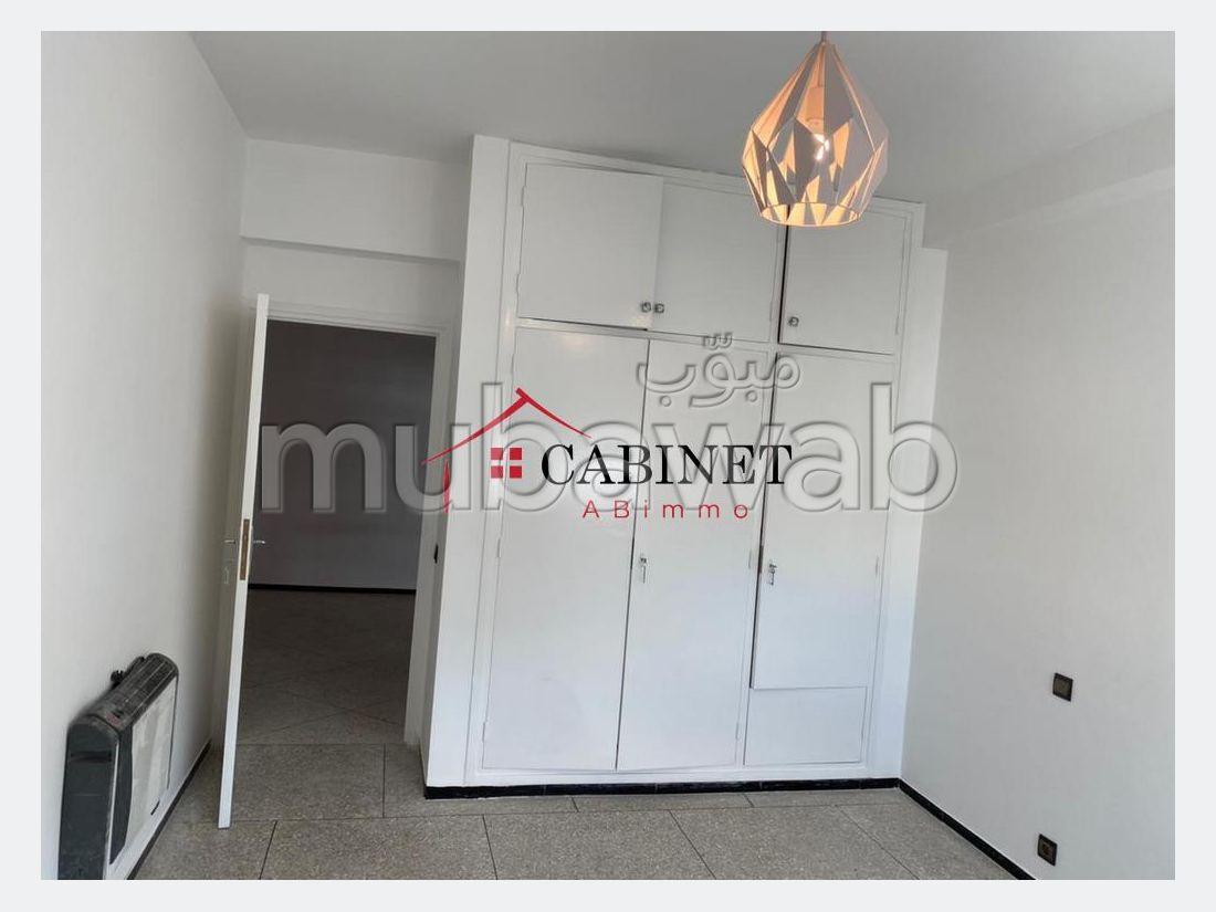Appartementen om te huren in Agdal. 2 Kamers. Terras en garage.