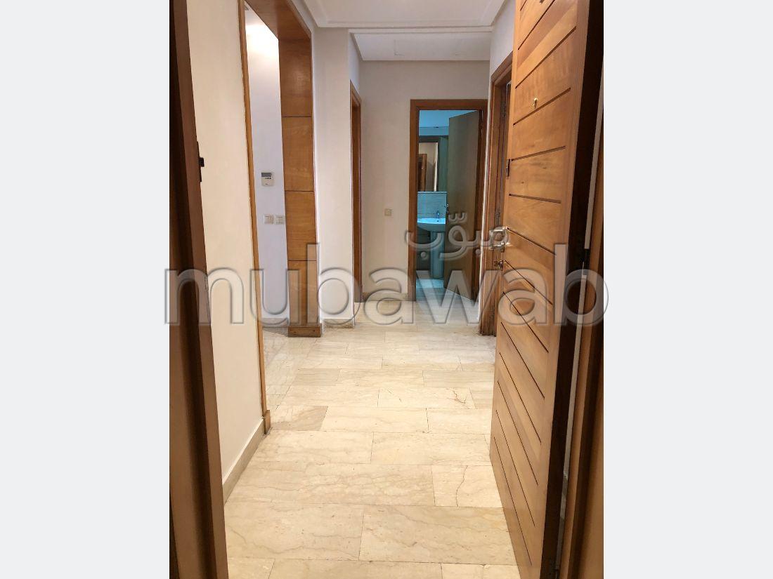 Bel appartement en location à Les princesses. 2 chambres. Porte blindée et chauffage central