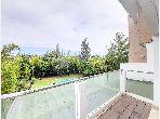 شقة للبيع ببوسكورة. المساحة الإجمالية 230 م². باب متين ومدفئة مركزية.