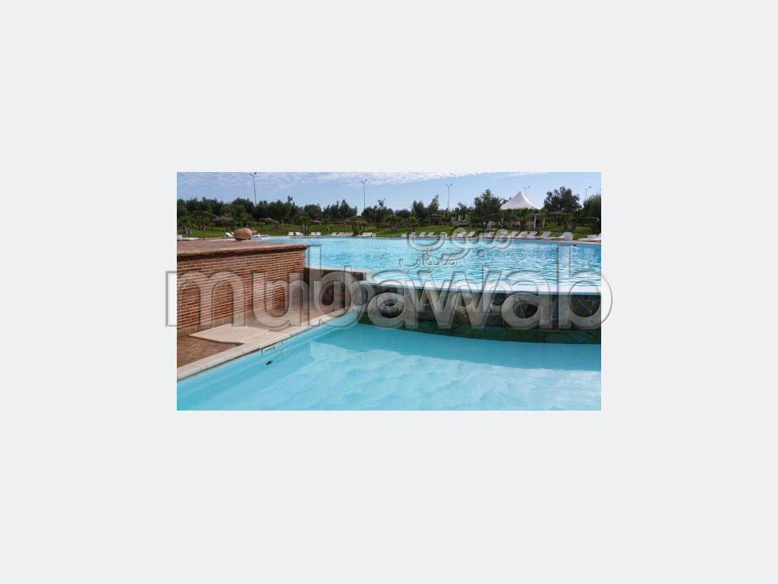 Superbe appartement à louer à Route Casablanca. Superficie 80 m². Concierge et piscine