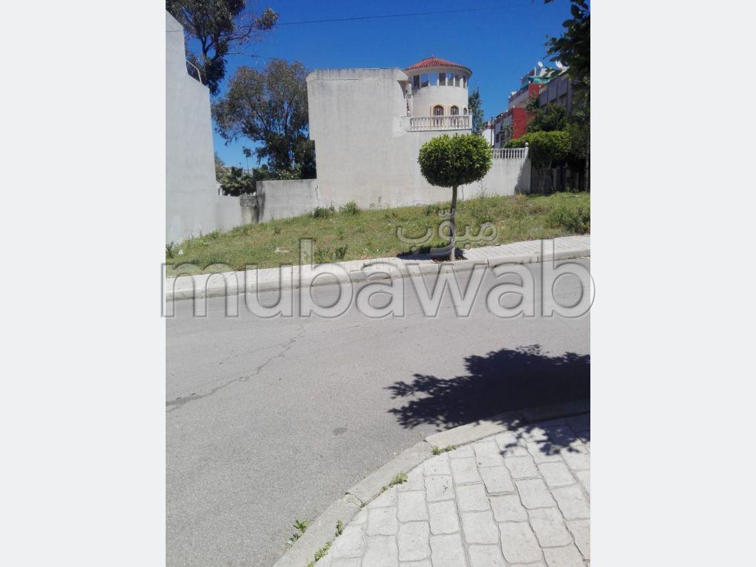 Terreno en venta en Ahlane. Gran superficie 499 m².