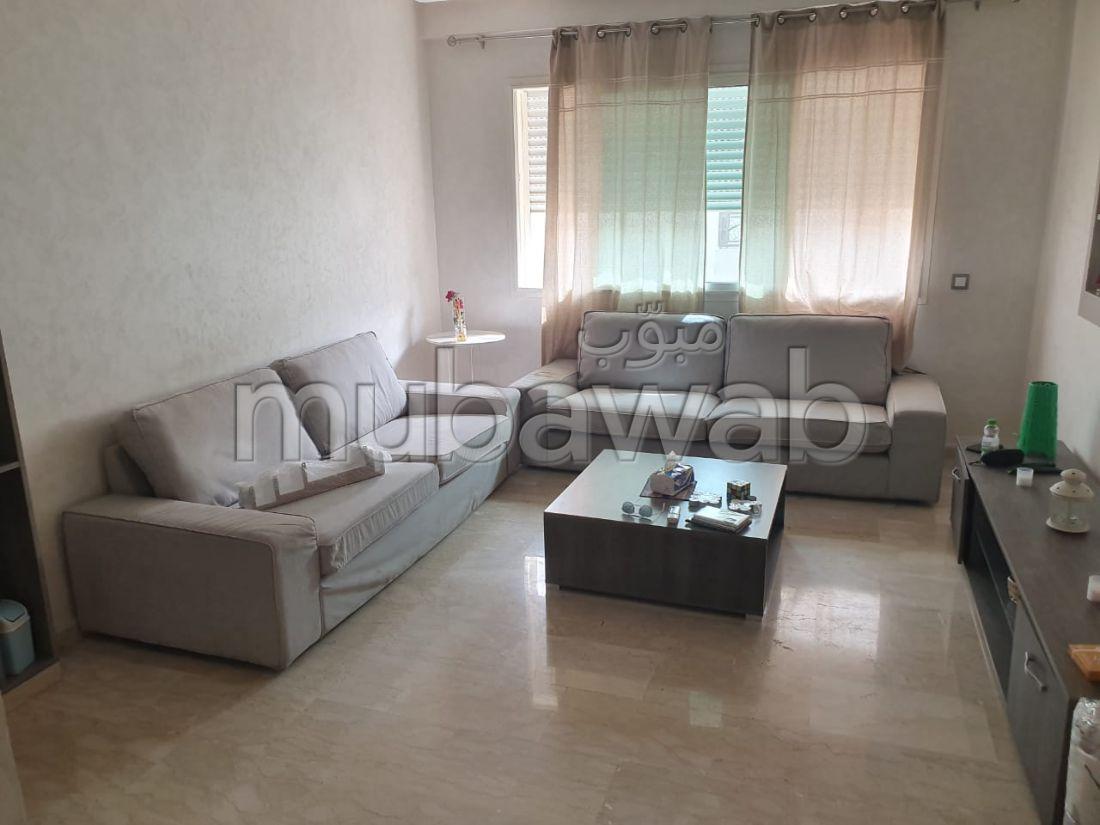 Se alquila este piso en Diour Dokala. 2 Pequeña habitación. Mobiliario nuevo.