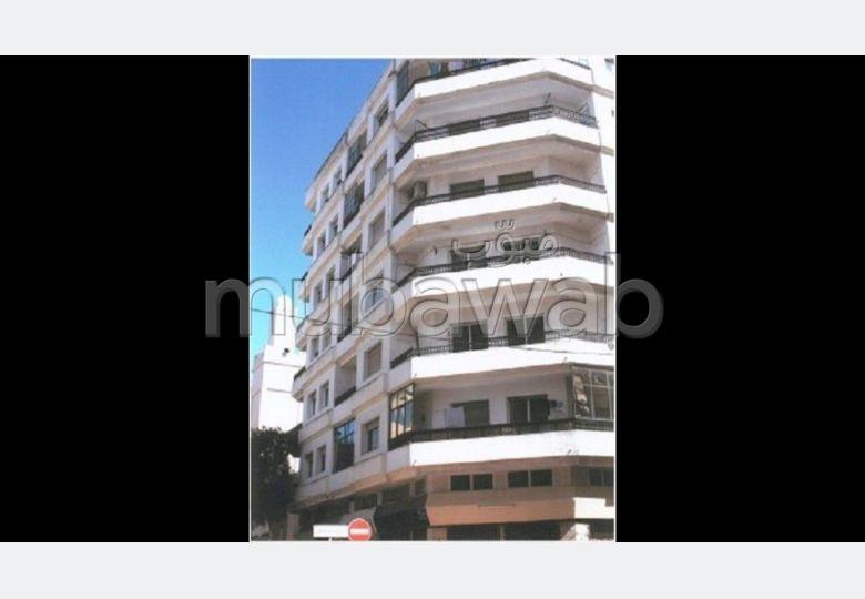 Location d'un appartement en Centre. 3 grandes pièces. Système de parabole et résidence sécurisée.
