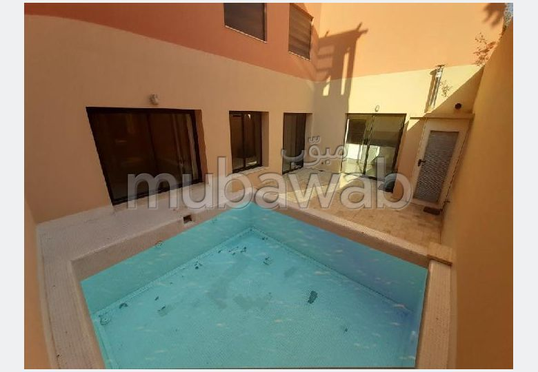 Apartment for rent in Camp Al Ghoul. Total area 180 m². Carpark, Balcony.