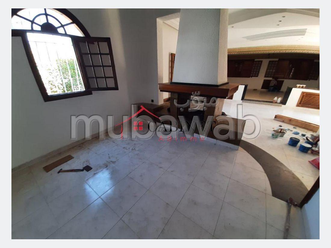 High quality villa rental in Riyad. Small area 700 m². Gardeners, Large terrace.