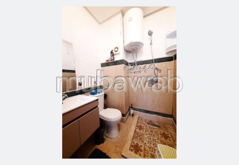 Very nice apartment for rent in Hivernage. 2 large rooms. Storage unit.