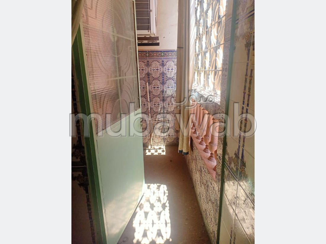 House to buy in Azli. 6 Large room. Carpark, Balcony.