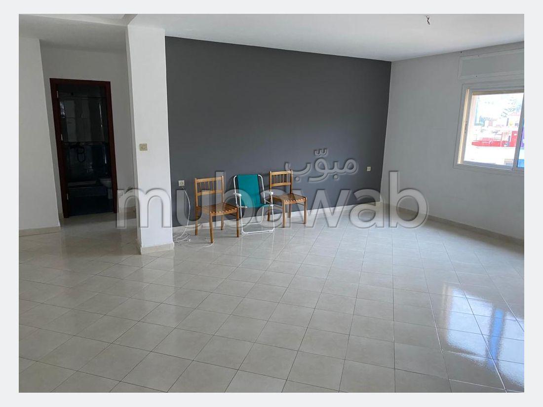 شقة رائعة للإيجار ب ايبرية. المساحة 140 م². المرآب والشرفة.