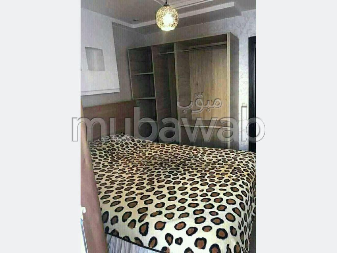 Louez cet appartement à Hay Salam. Superficie 64 m². Bien meublé