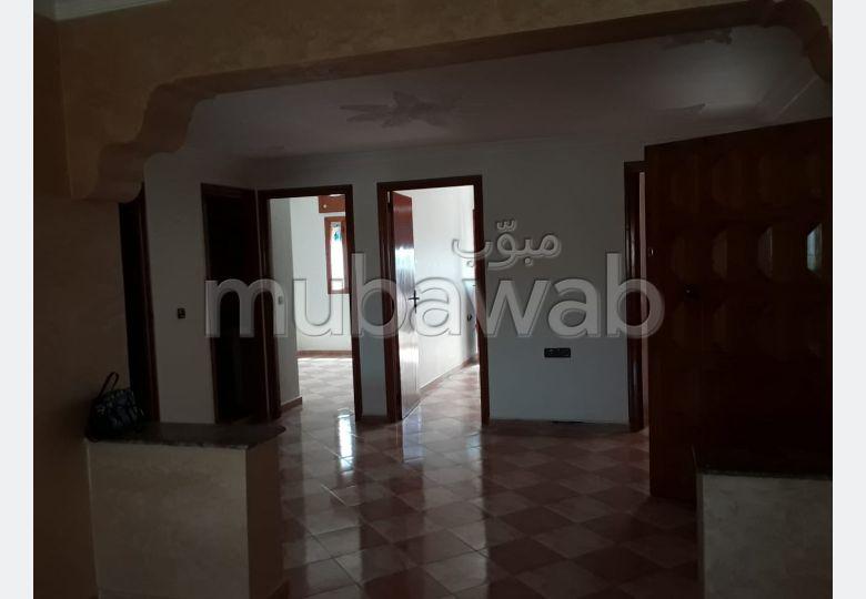 Piso en venta en Centre. Gran superficie 11 m². Salón marroquí amueblado, sistema de parábola general.