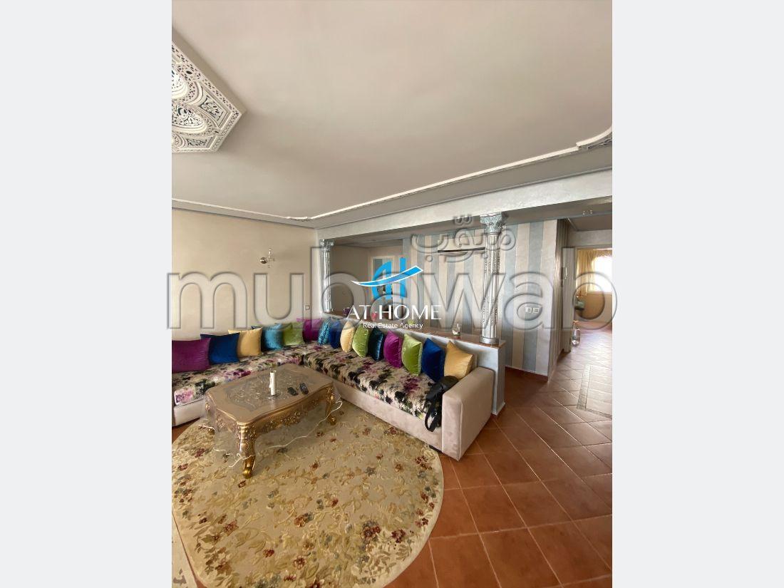 Piso en venta en Sania. Gran superficie 128 m². Salón tradicional, residencia segura.