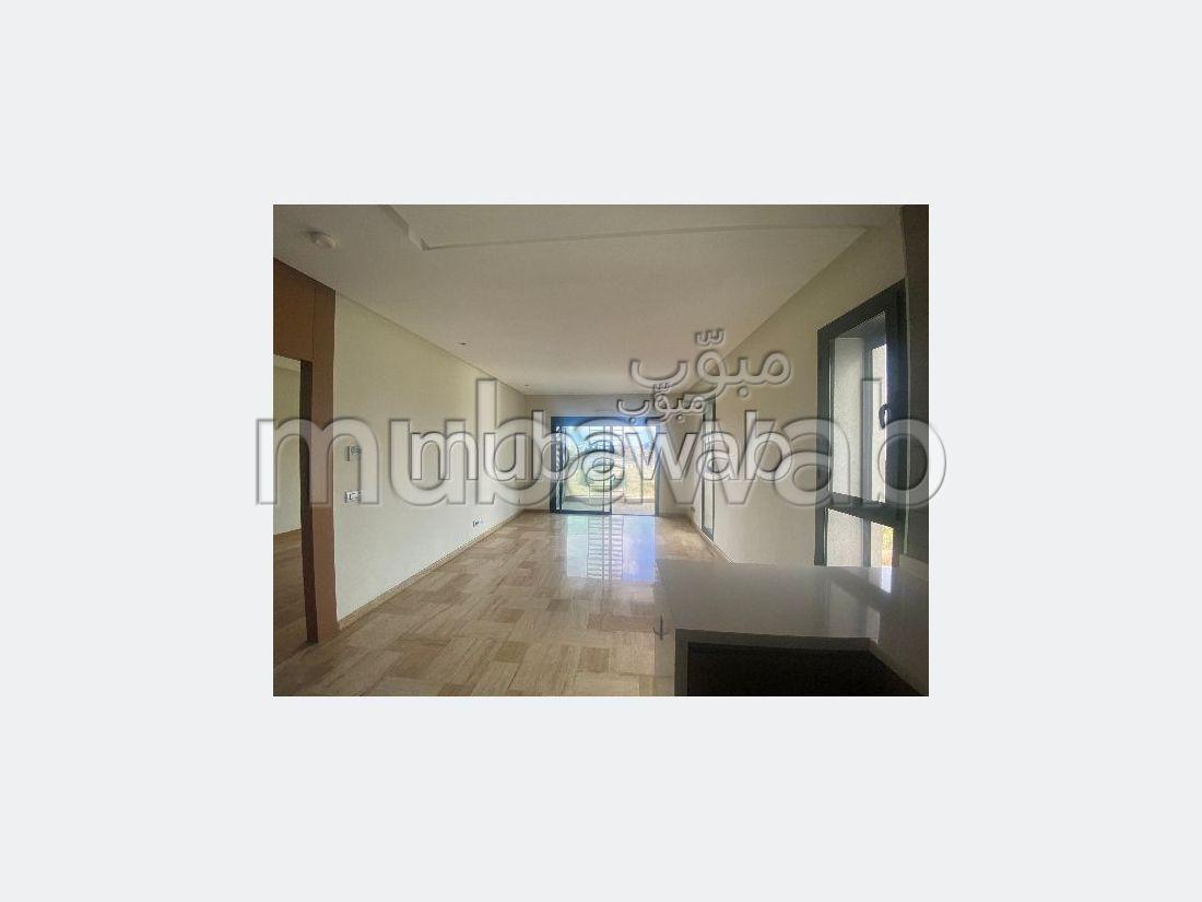 Se alquila este piso en Casablanca Finance City. 1 Habitación. Parking y ascensor.