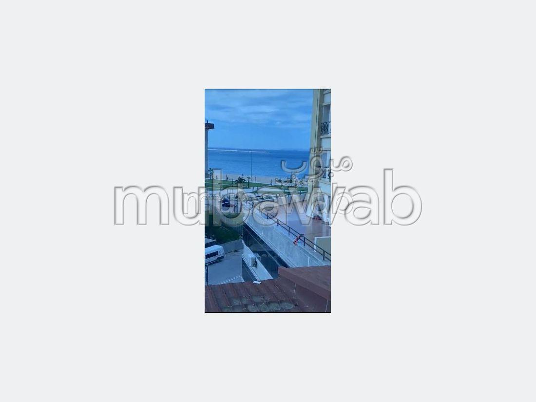 شقة رائعة للإيجار بحـي الشاطئ. المساحة الكلية 120 م². مفروشة.