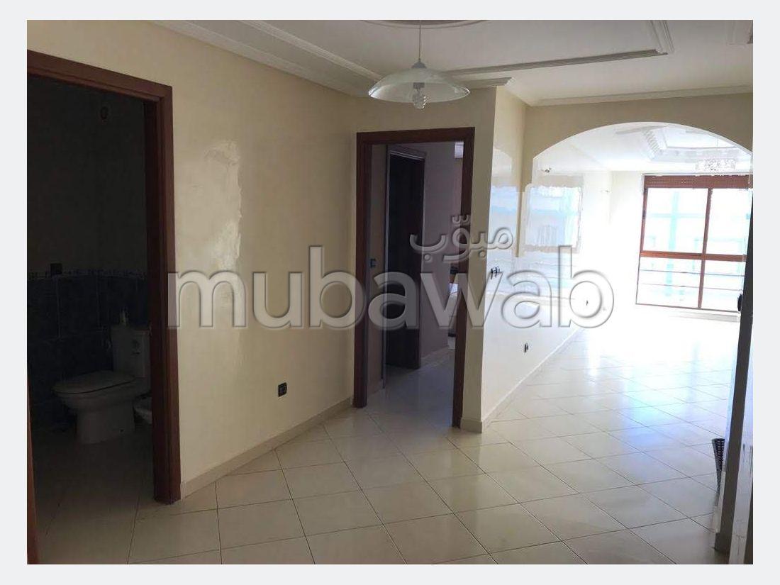 بيع شقة ب الحي الإداري. 3 غرف رائعة. إقامة محروسة.