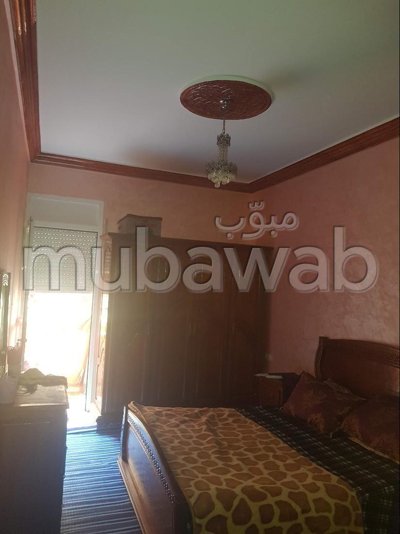 شقة جميلة للبيع ب المغرب العربي. 3 قطع كبيرة. شرفة كبيرة