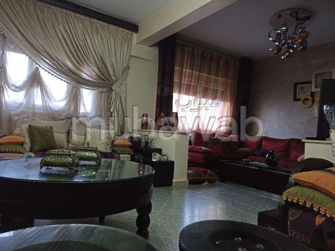 Piso en venta en Azib Haj Kaddour. 3 Sala. Espacios verdes, plazas de estacionamiento.